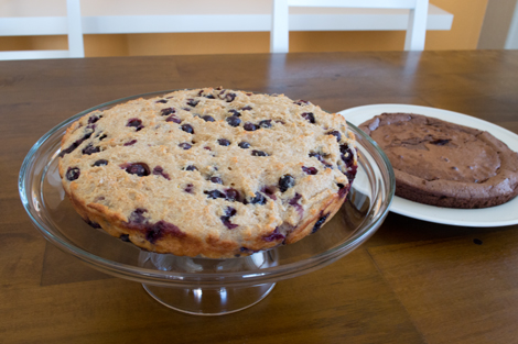 Blueberry_snack_cake_onplate