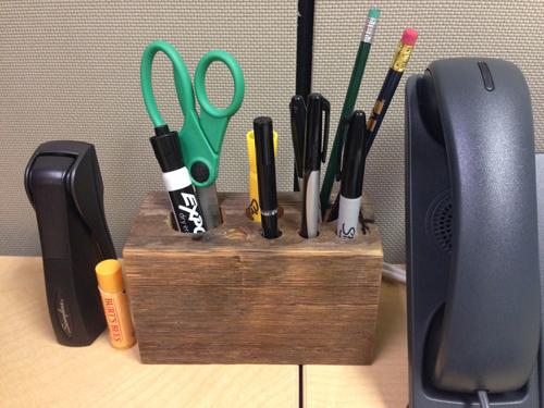 Decorating a cubicle | www.risingshining.com