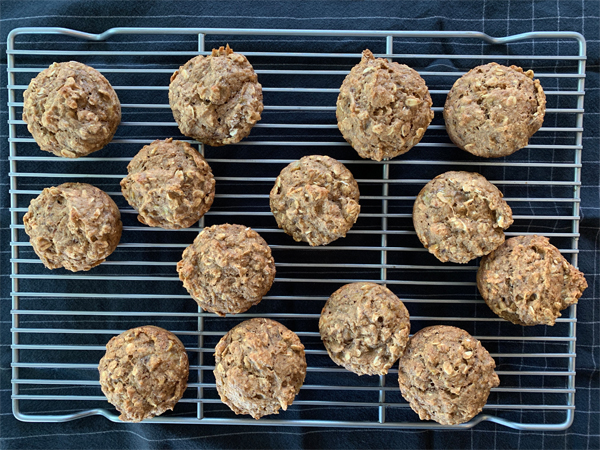 Hearty Banana Applesauce Oatmeal Muffins | RISING*SHINING