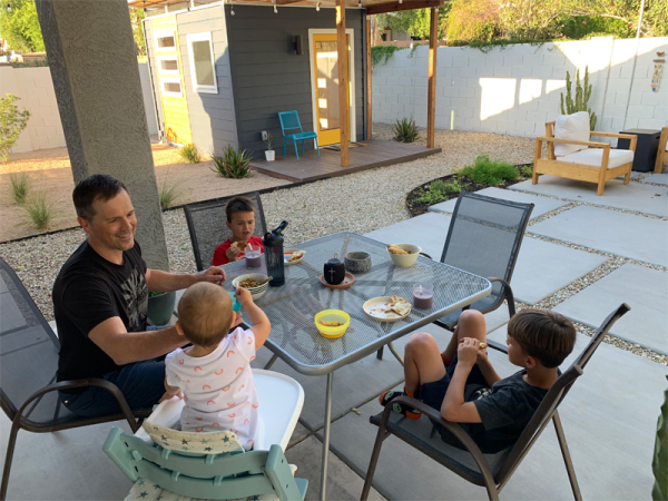 210531_currently-may_outsidedinner